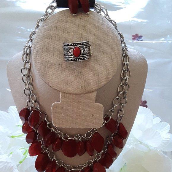 Royle Retreat Red Necklace
